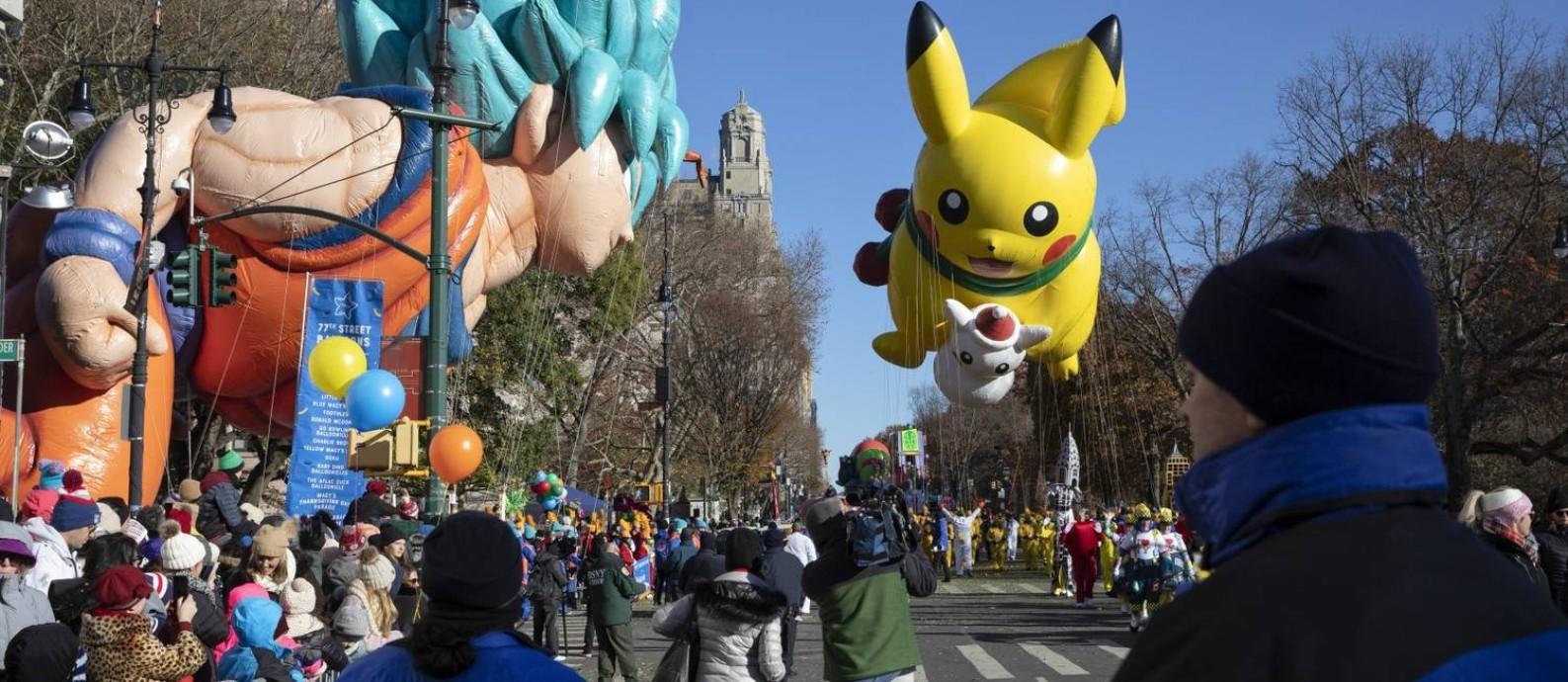 Balões do Goku, personagem do desenho Dragon Ball, e o icônico Pokémon Pikachu, na parada do Dia de Ação de Graças de 2018 em Nova York Foto: GABRIELLA ANGOTTI-JONES / NYT/22-11-18