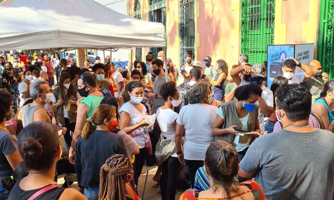 Residentes fazem fila em posto da Casa da Cultura. Foto: Hans Bustos / Acervo pessoal