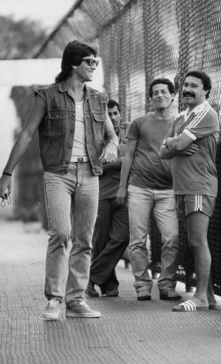 Renato Gaúcho chega sorridente para treino do Flamengo Foto: Hipólito Pereira / Agência O Globo - 28/07/1987