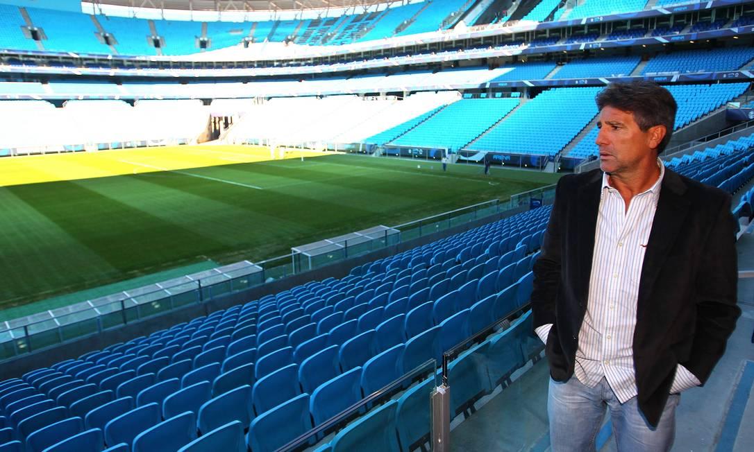 Renato Gaúcho visita Arena do Grêmio depois de ser anunciado como técnico do time para a temporada de 2013 Foto: LUCAS UEBEL / Agência O Globo - 25/07/2013
