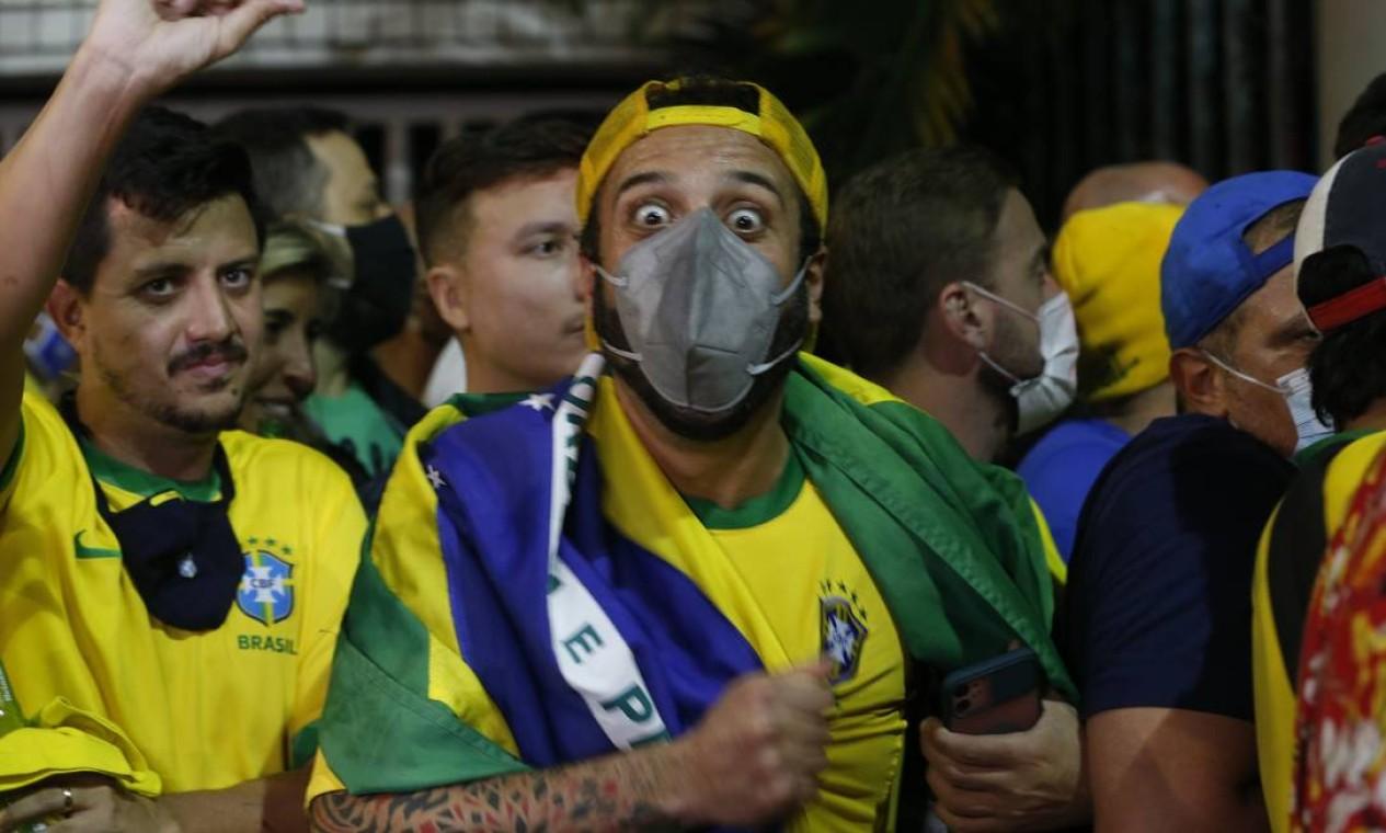 Público da final é formado por torcedores credenciados pelas confederações de futebol das sleeções finalistas Foto: Roberto Moreyra / Agência O Globo