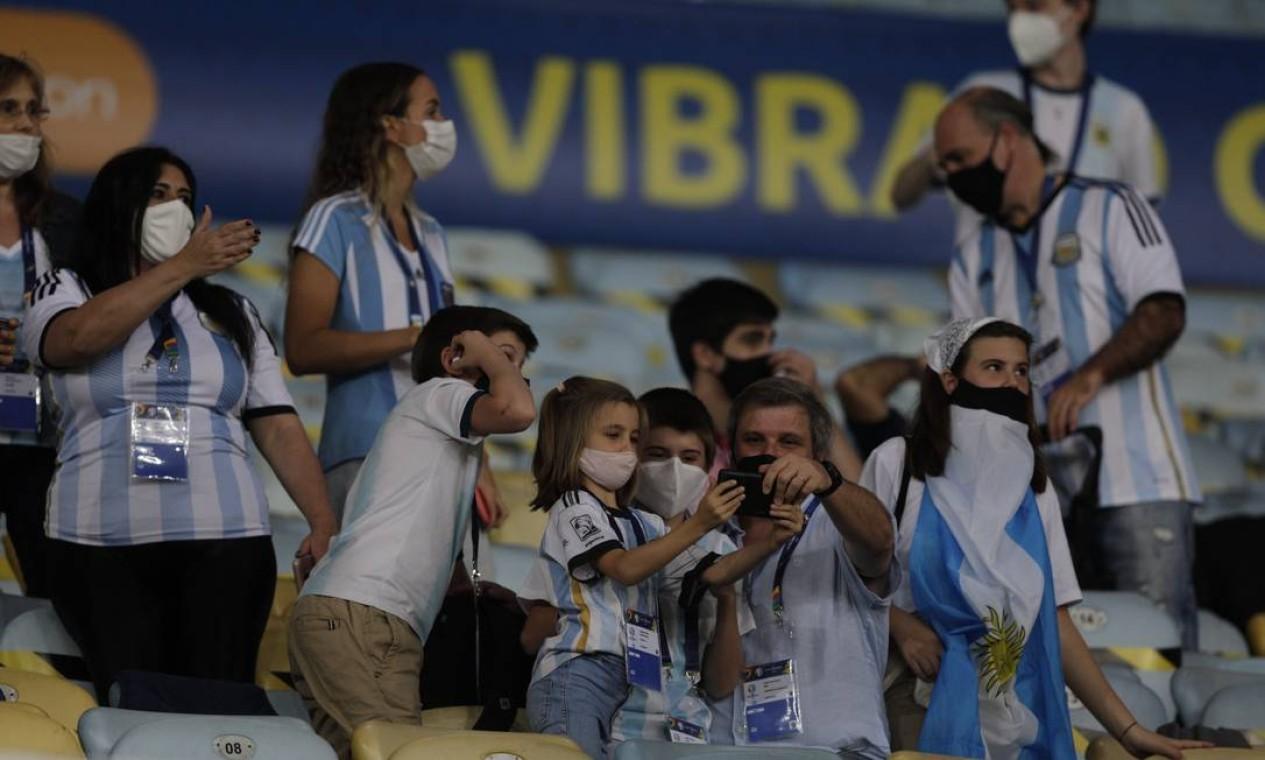 Grupo de torcedores da Argentina Foto: Agência O Globo
