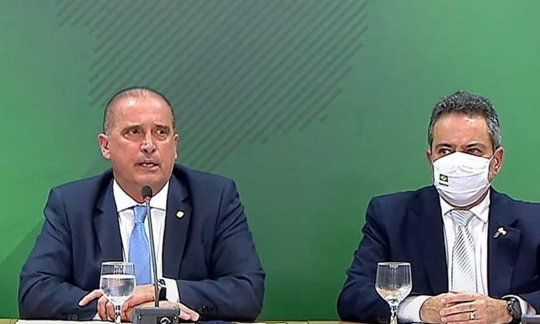 Élcio Franco e Onyx Lorenzoni em pronunciamento para explicar denúncia de irregularidades na compra de Covaxim Foto: Divulgação