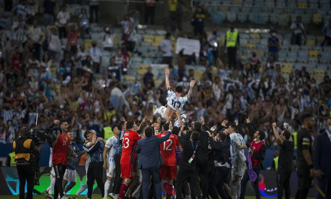 Festa para Messi no Maracanã Foto: Guito Moreto / Agência O Globo