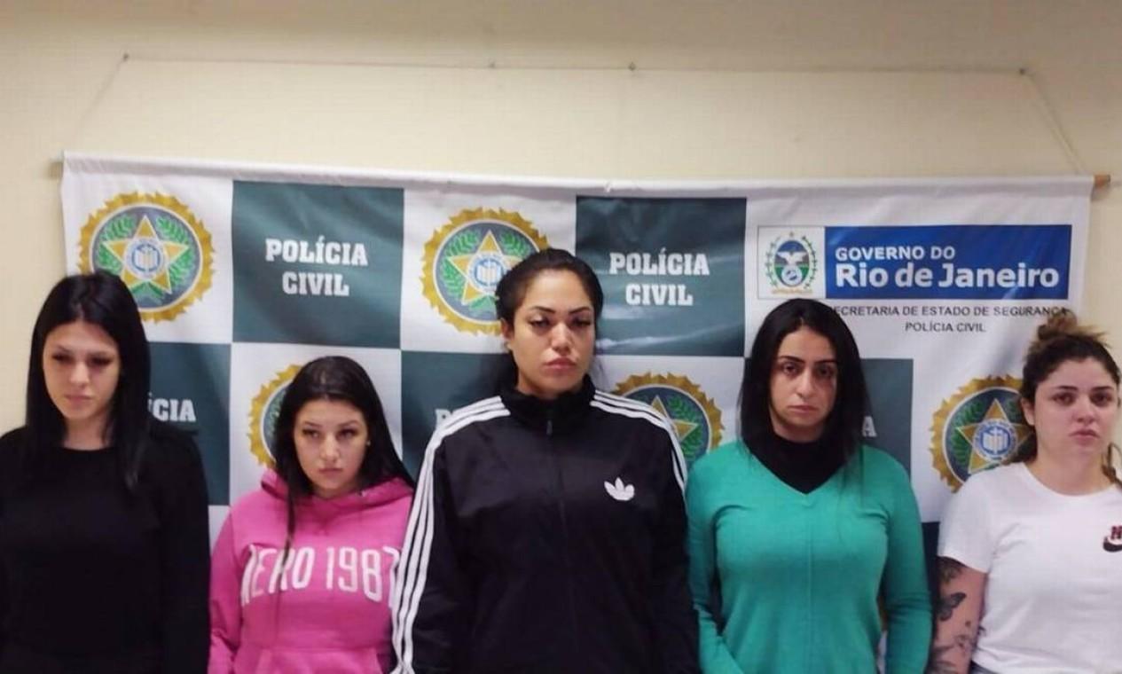 """Blogueiras estelionatárias presas. Grupo de cinco mulheres aplicavam o """"golpe do motoboy"""" e ostentavam vida de luxo nas redes sociais Foto: Reprodução"""