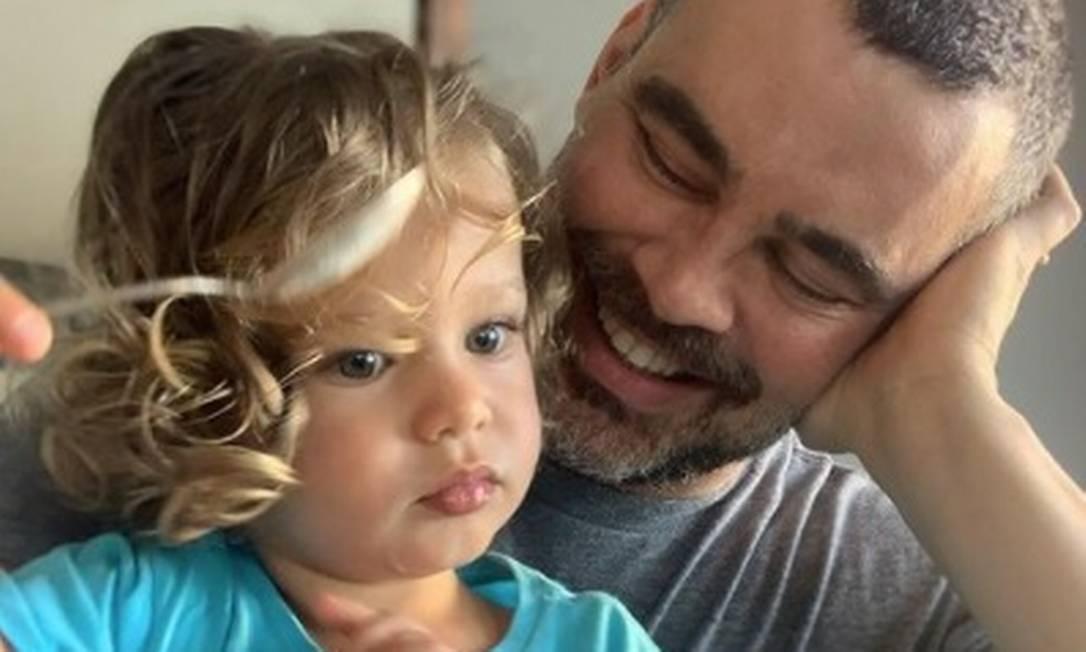 Carmo Dalla Vecchia com o filho Pedro Foto: Reprodução/Instagram