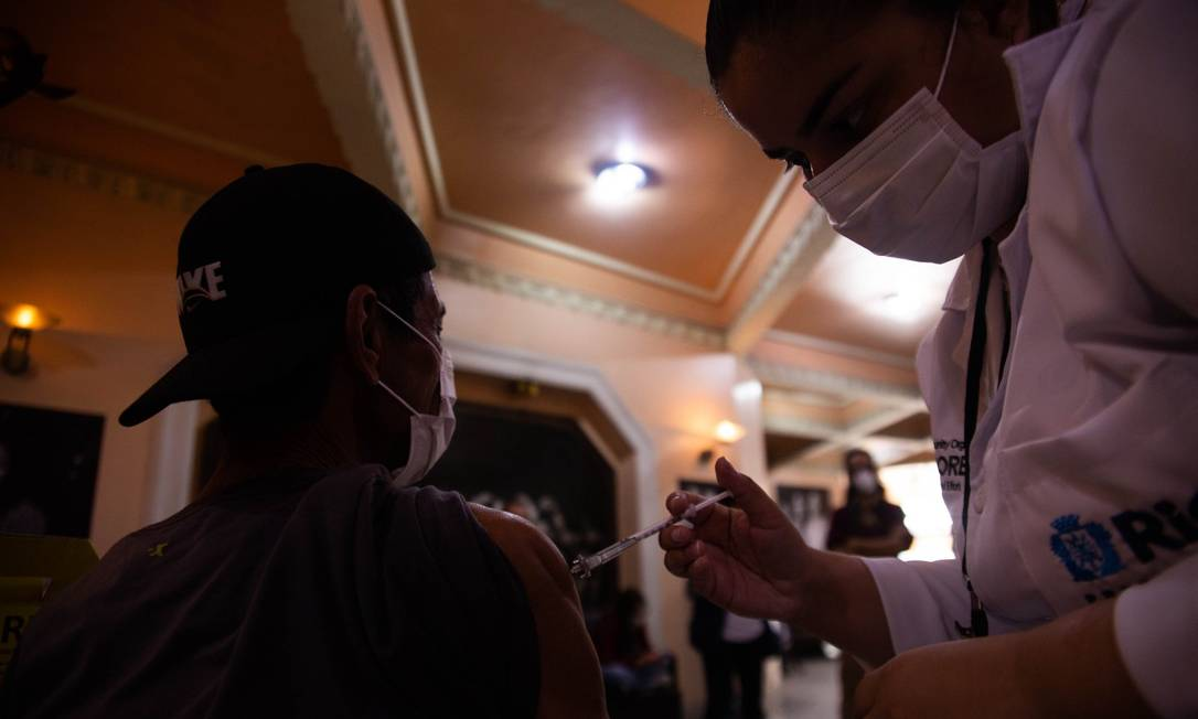 Teatro Municipal Carlos Gomes, na Praça Tiradentes, é o novo posto de vacinação contra a Covid-19 na cidade do Rio Foto: Maria Isabel Oliveira / Agência O Globo