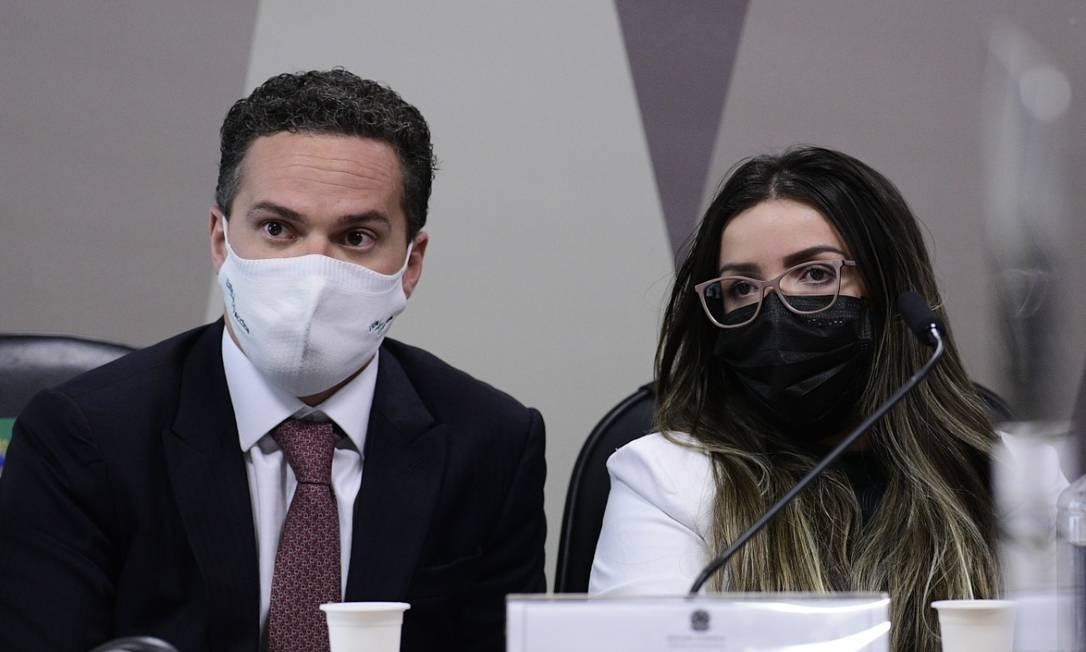 Emanuela Medrades usa o habeas corpus concecido pelo STF e decide permanecer em silêncio durante sessão da CPI da Covid desta terça-feira Foto: Agência Senado