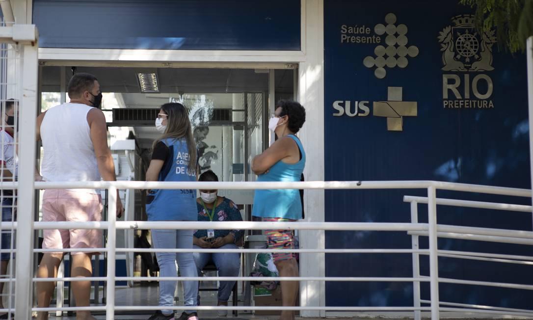 O movimento na Clínica da Família Medalhista Olímpico Ricardo Lucarelli Souza, no Estácio: nem todos os pacientes conseguem remédios Foto: Luiza Moraes / Agência O Globo
