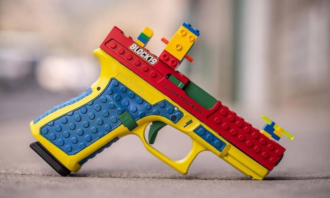 Pistola que parece construída com blocos de Lego foi fabricada para 'destacar o puro prazer dos esportes de tiro', segundo a Culper Precision Foto: Reprodução/Instagram