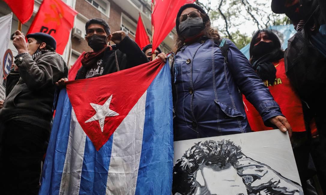 Apoiadores do governo cubano se manifestam em Buenos Aires, Argentina Foto: MATIAS BAGLIETTO / REUTERS