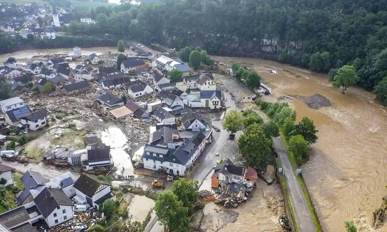 Vista aérea do vilarejo de Schuld, na Alemanha, destruído pelas fortes chuvas Foto: CHRISTOPH REICHWEIN / AFP