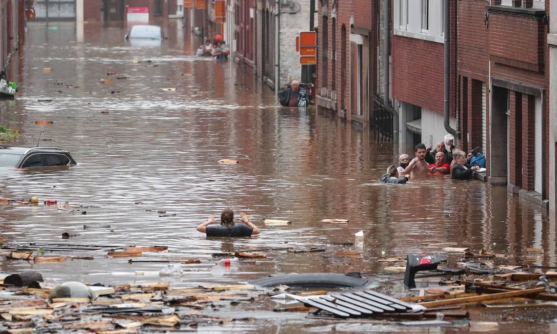 Forte chuva inundou a cidade belga de Liège Foto: BRUNO FAHY / AFP