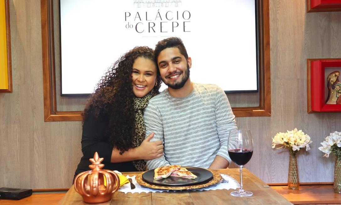 Noelle Carneiro e Gabriel Arantes são namorados e sócios no Palácio do Crepe Foto: Divulgação/Leandro Caetano