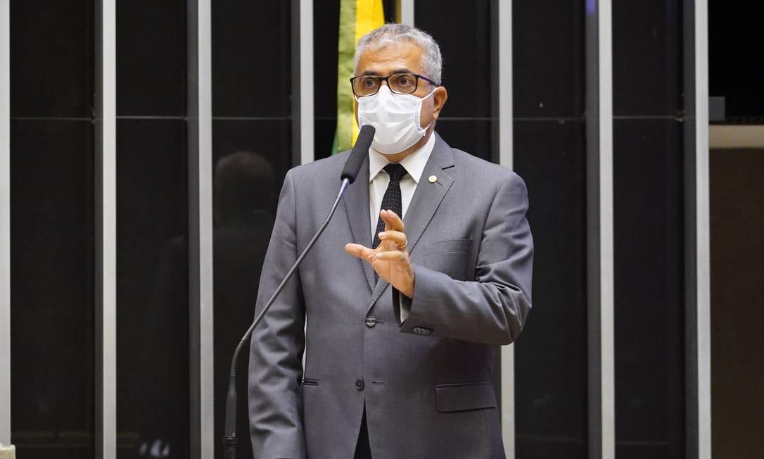 O deputado Christino Aureo (PP-RJ), relator da medida Foto: Pablo Valadares / Agência Câmara
