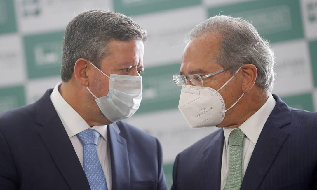 O presidente da Câmara, Arthur Lira (PP-AL), ao lado do ministro da Economia, Paulo Guedes Foto: Adriano Machado / Reuters