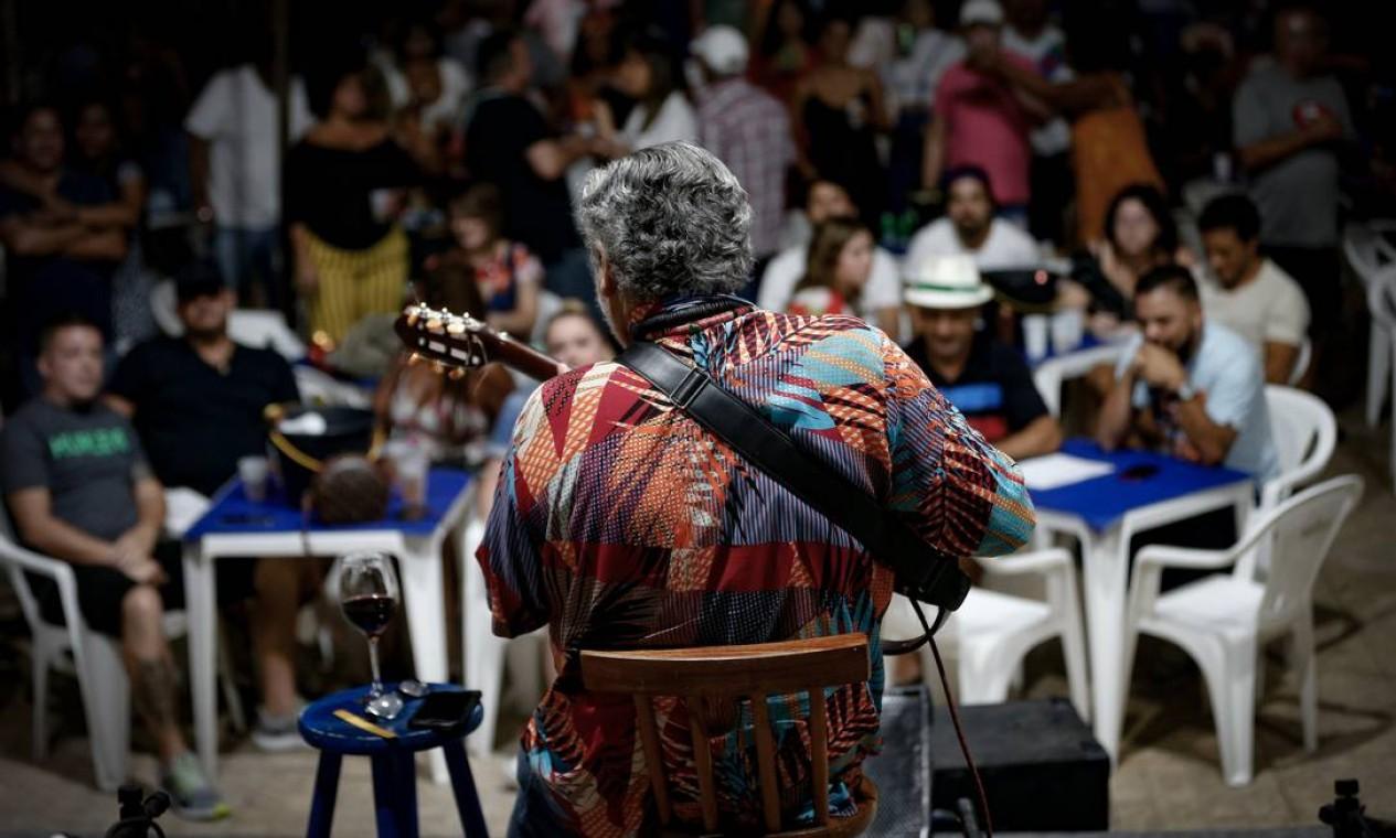 Samba do Trabalhador, no clube Renascença, Andaraí, também foi retomado Foto: Roberto Moreyra / Agência O Globo