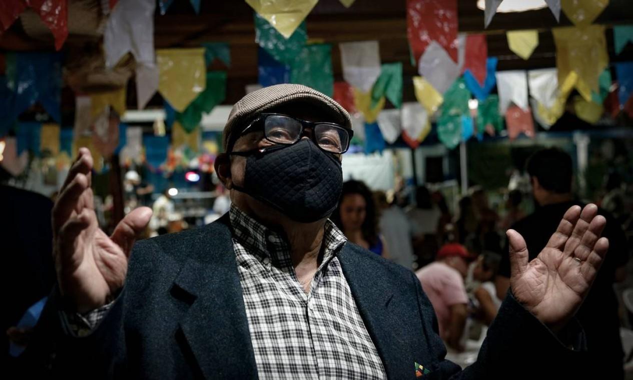 Samba da Trabalhador mudou a forma com que recebe o público: um terço da capacidade do local Foto: Roberto Moreyra / Agência O Globo