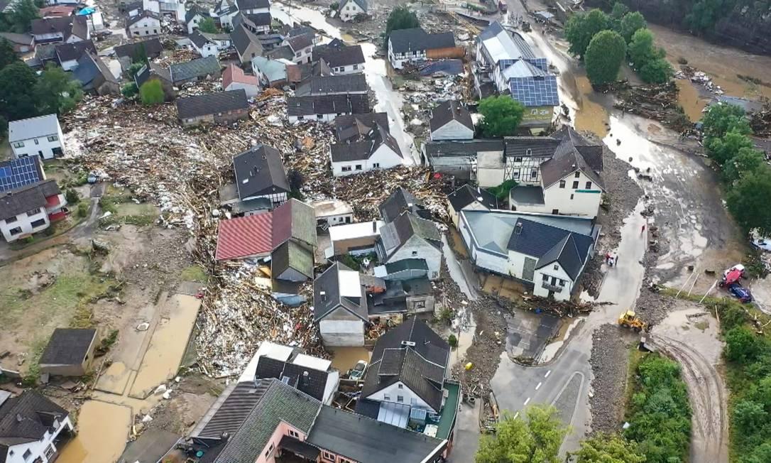 Una panoramica della devastazione causata dall'inondazione del fiume Ahr nel villaggio di Eifel a Schulde, nella Germania occidentale Foto: Christoph Richwin/AFP