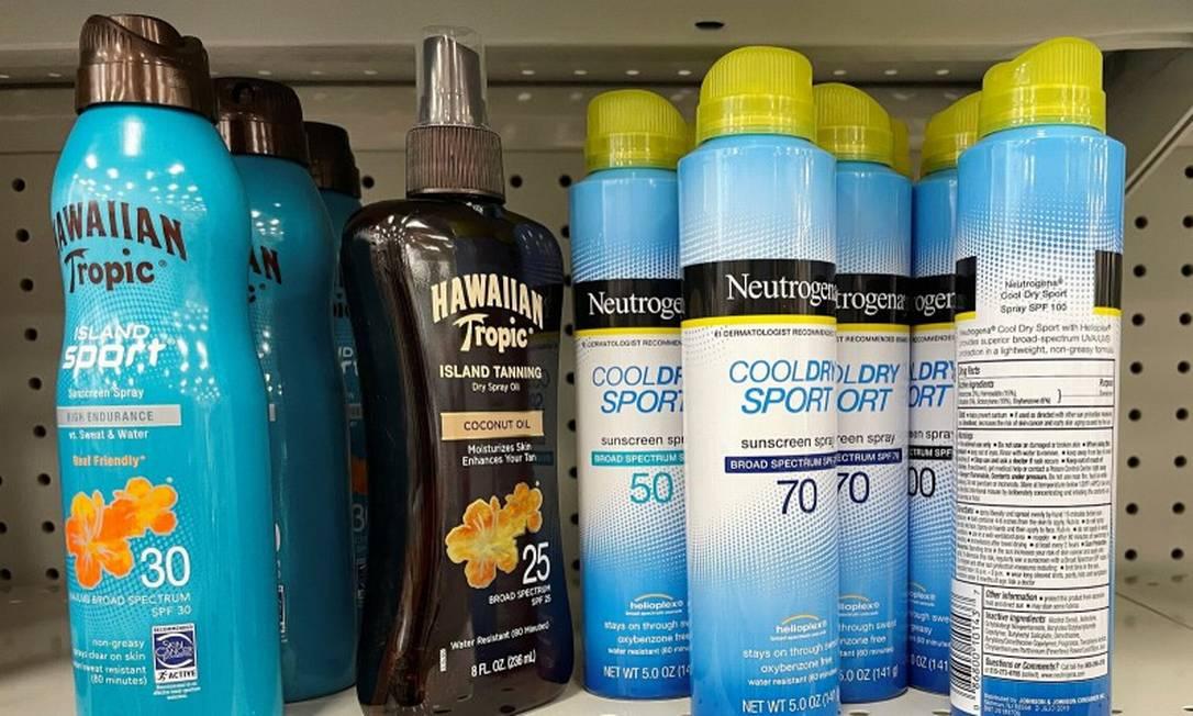 Protetor solar Neutrogena Cool Dry Sport está na lista dos produtos em que foi identificada a substância benzeno Foto: BRIAN SNYDER / REUTERS
