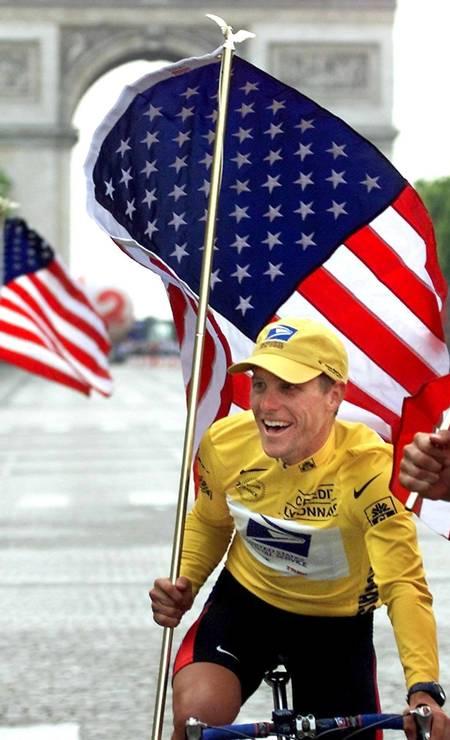 O estadunidense Lance Armstrong foi banido do ciclismo por conta do doping e devolveu a medalha de bronze conquistada em Sidney 2000 Foto: Joel Saget / Arquivo