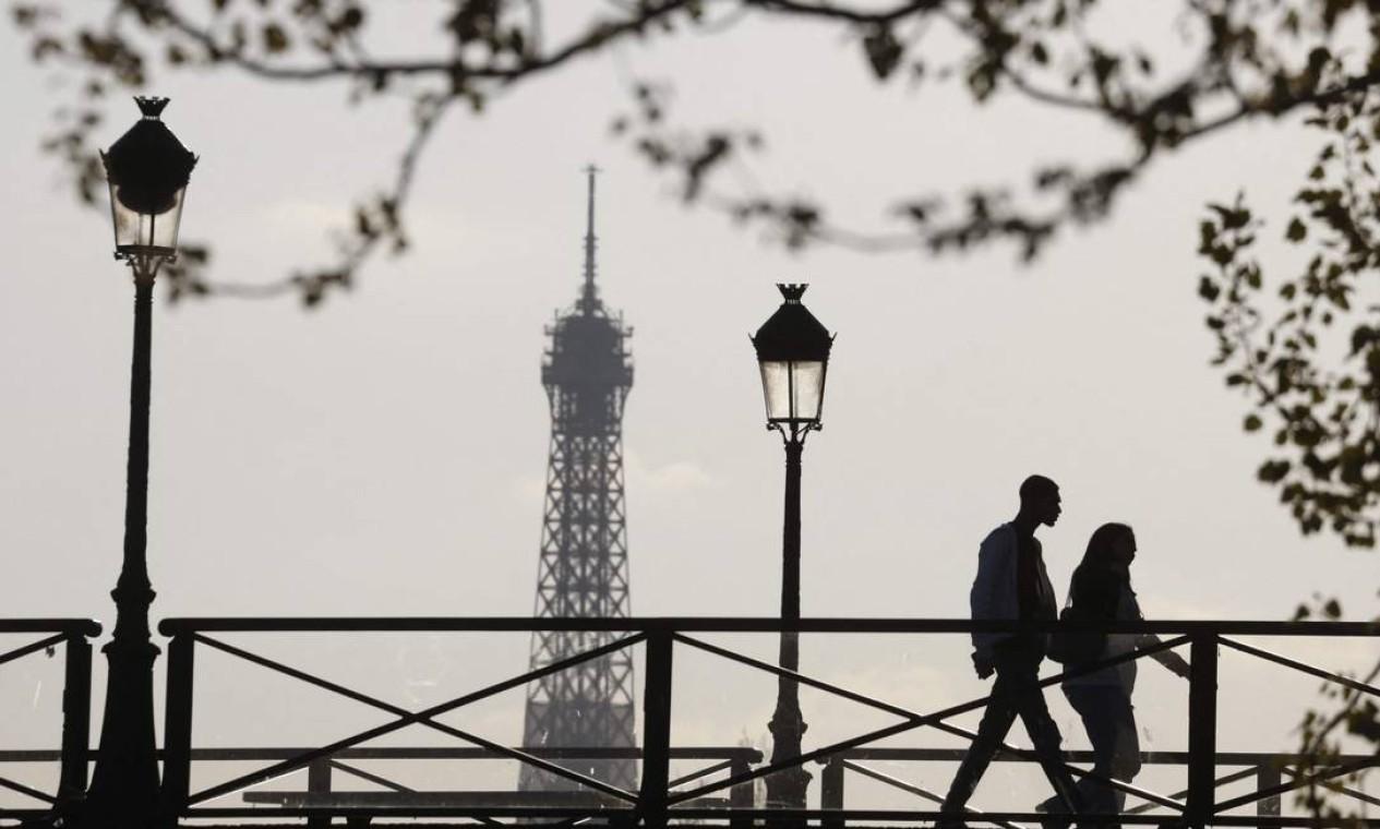 Topo da Torre Eiffel em 19 de abril de 2021 Foto: LUDOVIC MARIN / AFP