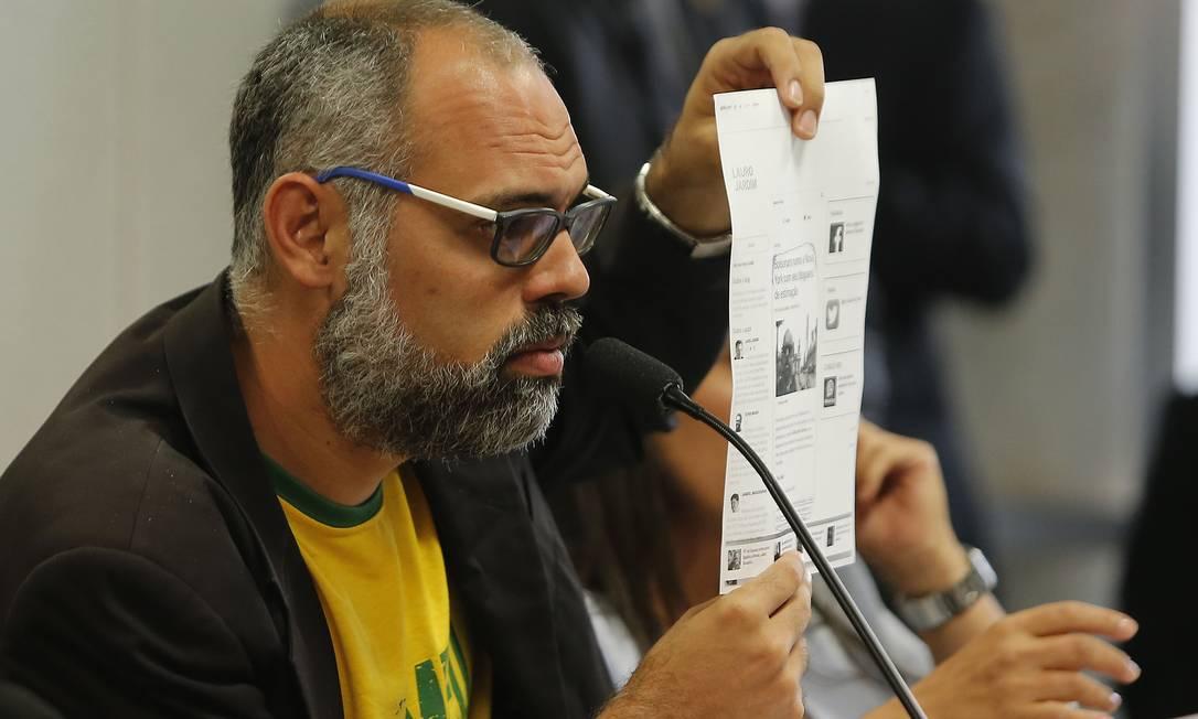 O jornalista Allan Santos, do site Terça Livre, durante sessão no Senado Foto: Jorge William / Agência O Globo (05/11/19)