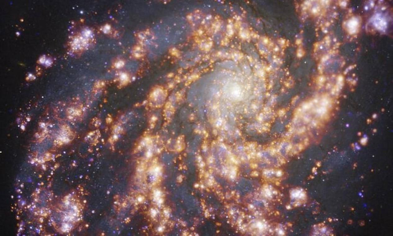 Galáxia NGC 4254, a 45 milhões de anos-luz de distância da Terra, na constelação da Cabeleira de Berenice Foto: ESO/PHANGS