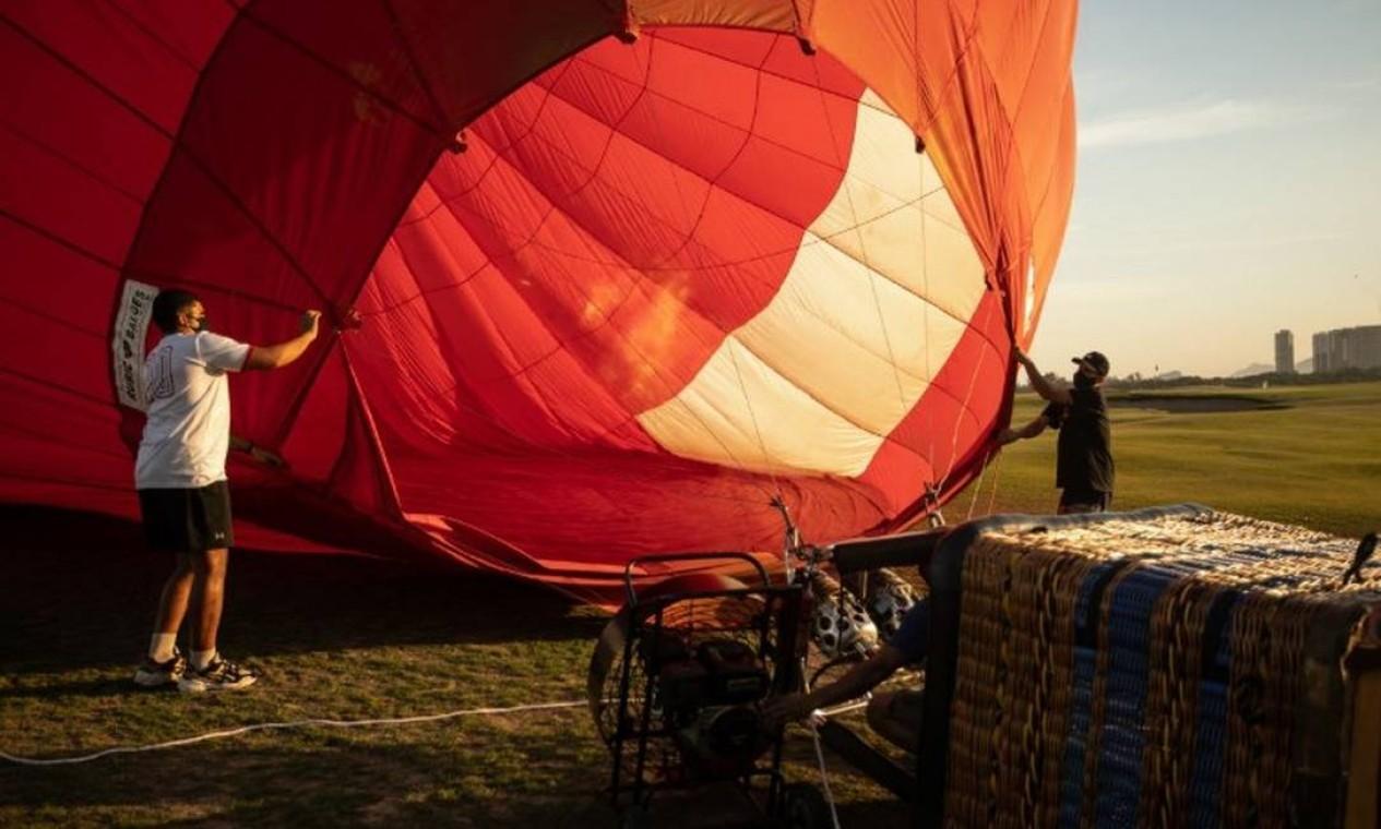 """Após dois dias de testes, o voo inaugural do """"Balão do Golfe"""" aconteceu às 16h de 15 de julho Foto: Brenno Carvalho / Agência O Globo"""