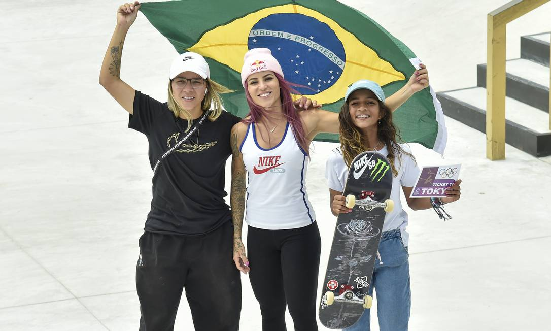 Rayssa Leal, à direita, é a mais jovem da delegação brasileira em Tóquio Foto: Dia Esportivo / Agência O Globo