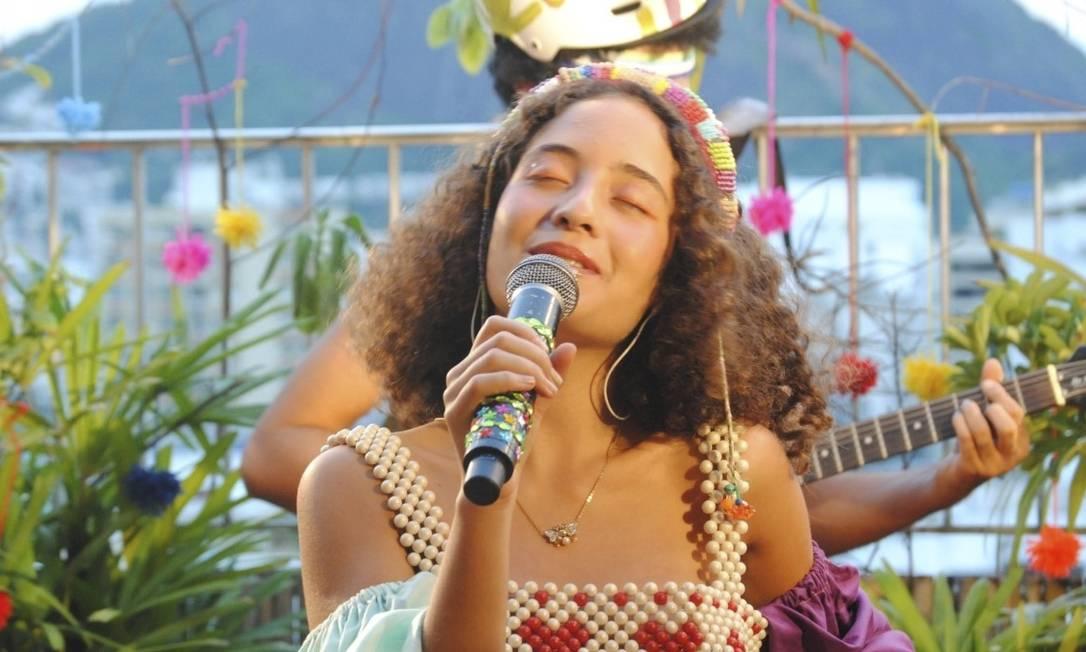 Em cores. ALulu faz live amanhã: artista foi elogiada por Caetano, Toni Garrido e Céu Foto: Divulgação