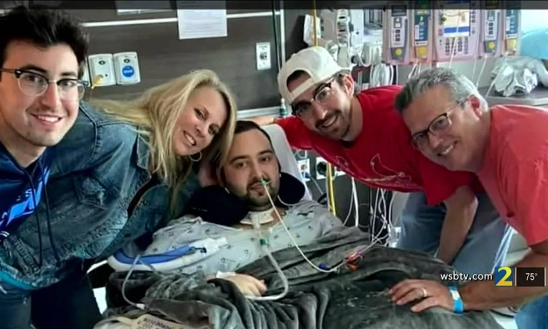 Blake Bargatze recebe visita da família no hospital Foto: Repdoruçao