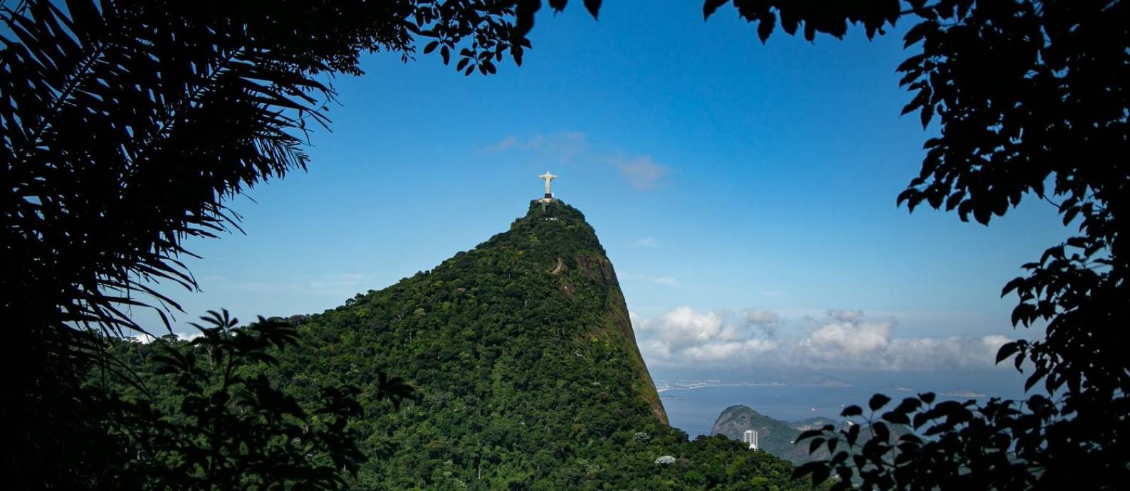 Cristo Redentor visto da Floresta da Tijuca Foto: Hermes de Paula / Agência O Globo