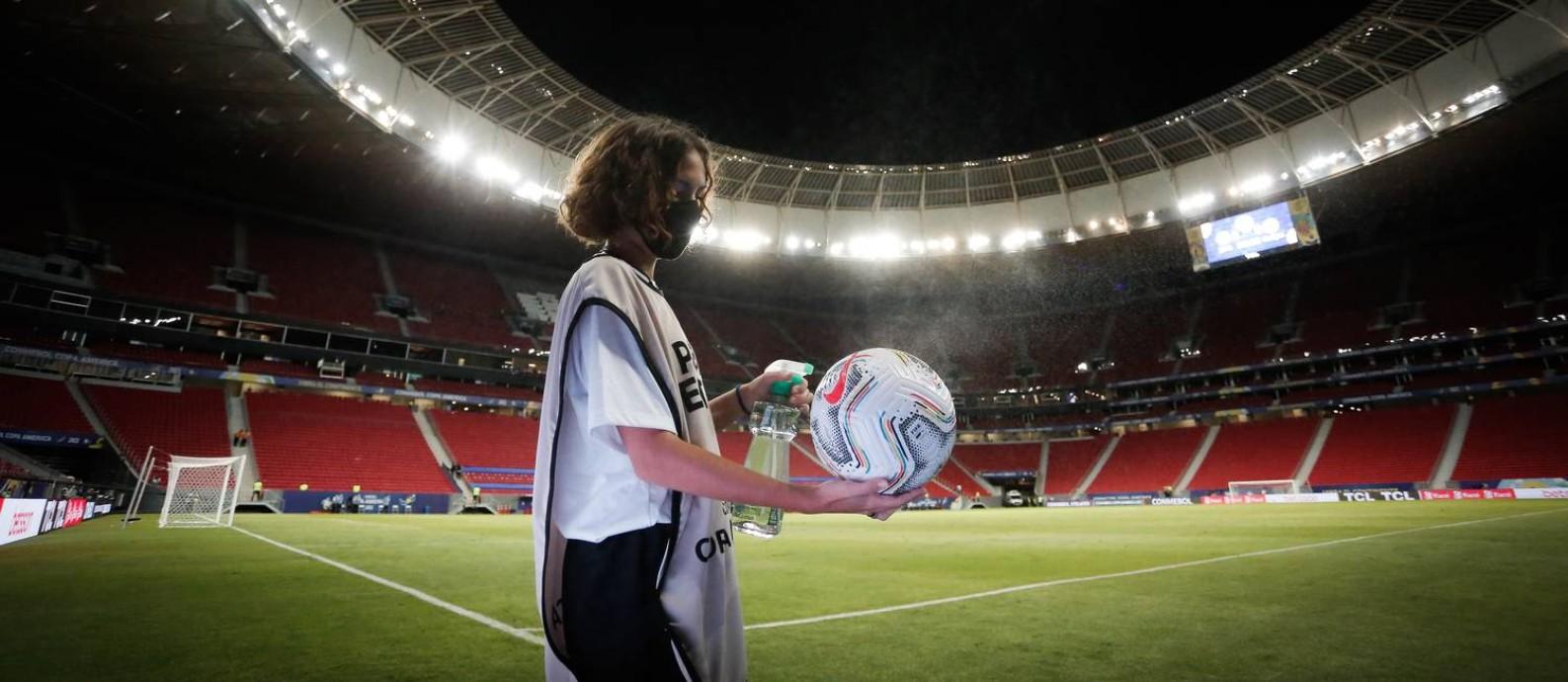 Mané Garrincha poderá receber até 18 mil pessoas em jogo do Flamengo Foto: Pablo Jacob / Agência O Globo
