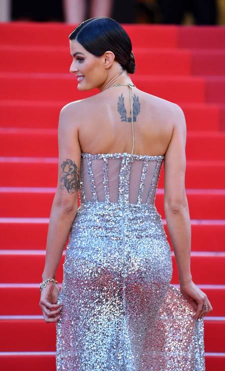 Um outro ângulo do look de Isabeli Fontana Foto: Lionel Hahn / Getty Images