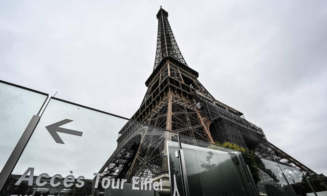 Torre Eiffel foi reaberta para visitação na sexta-feira, após nove meses fechada devido à Covid-19 Foto: BERTRAND GUAY / AFP