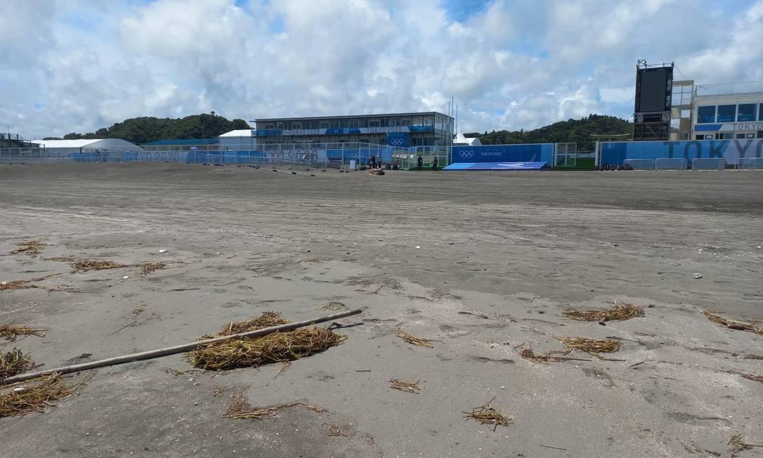 Estrutura Olímpica montada na praia que vai receber o surfe nos Jogos Foto: Carol Knoploch
