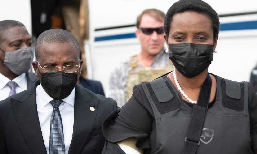 Viúva do presidente do Haiti, Martine Moïse desembarca em Porto Príncipe após receber tratamento em Miami Foto: Reprodução / Twitter