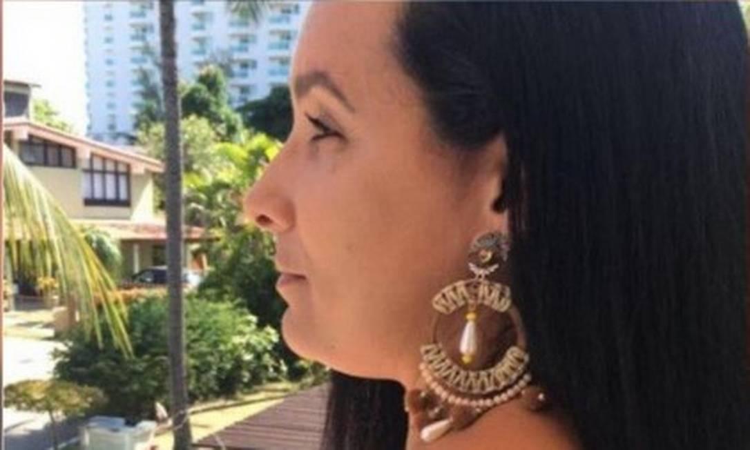 Elaine Figueiredo Lessa foi presa novamente na manhã deste domingo. Nas costas, tatuagem com trecho de canção da banda americana Paramore: 'Deixe a dor te lembrar, corações podem curar' Foto: Divulgação/Arquivo Pessoal