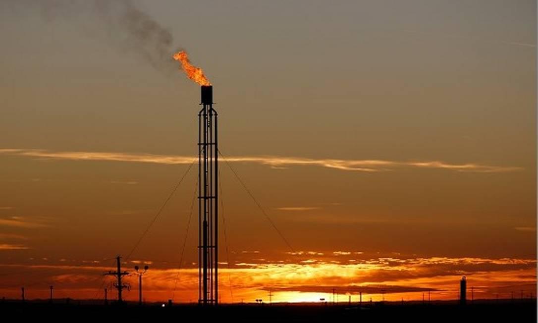 Petróleo chega a superar os US$ 80, o barril, mas desacelera ao longo do dia. Foto: Angus Mordant / Reuters