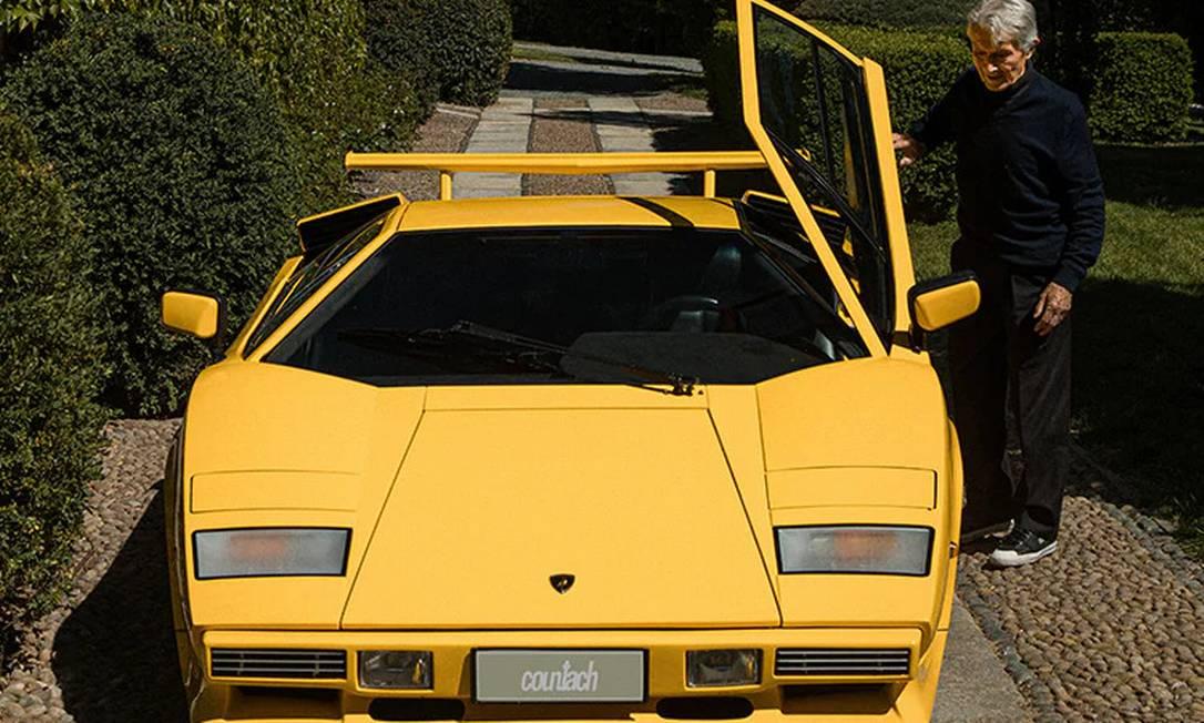 Sucesso comercial da época, o Countach marcou uma geração adotando os padrões geométricos e abandonando as curvas dos anos 60 Foto: Divulgação/Lamborghini