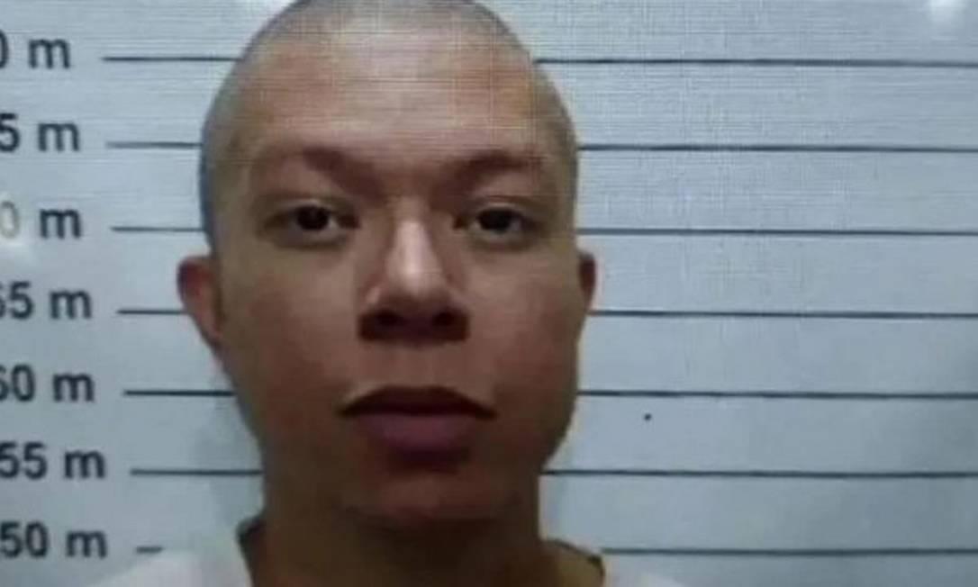 Ao ser transferido para o presídio, DJ Ivis precisou seguir o procedimento de praxe e foi fotografado com a cabeça raspada Foto: Reprodução