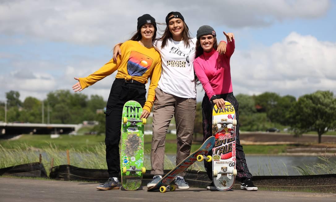 Dora Varella, Isadora Pacheco e Yndiara Asp vão disputar o park em Tóquio Foto: Julio Detefon / Agência O Globo