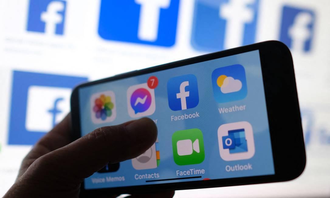Ilustração mostra tela inicial de um smartphone Foto: CHRIS DELMAS / AFP/01-03-2021
