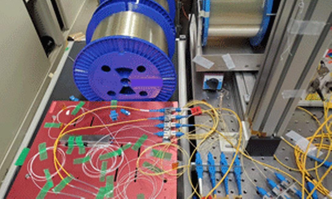 Parte do sistema de transmissão usado por engenheiros em instituto de tecnologia no Japão Foto: Instituto Nacional de Tecnologia da Informação e Comunicação (NICT) do Japão