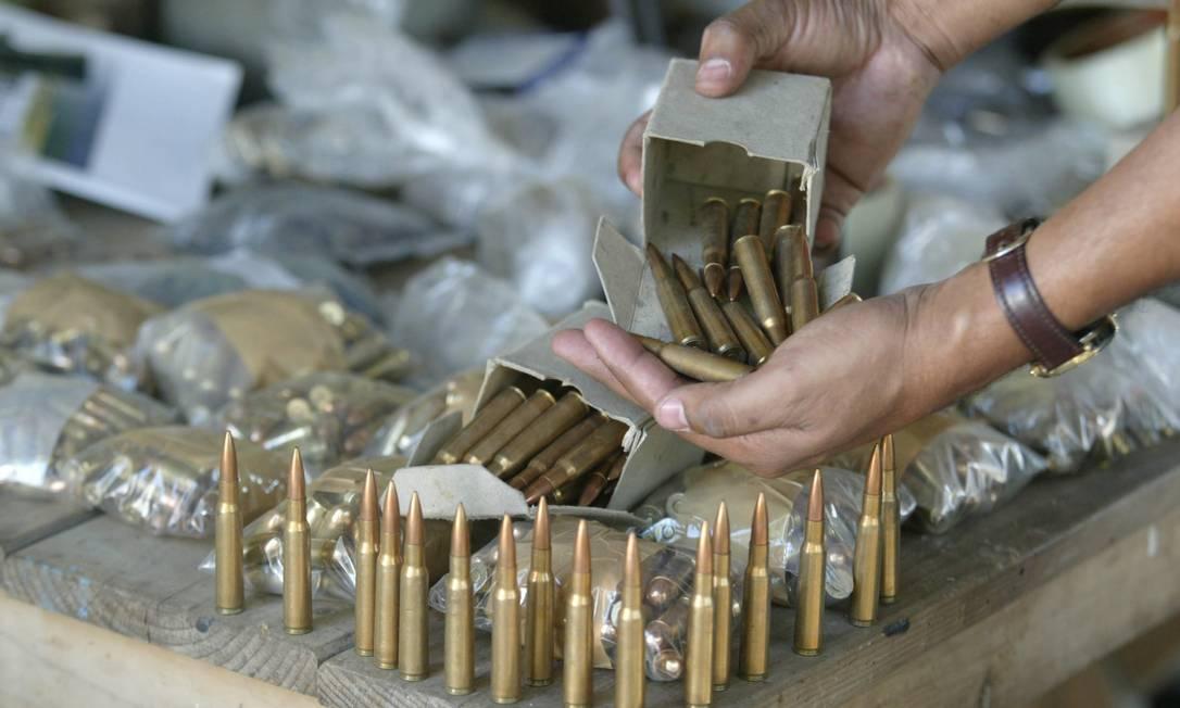 Somada a pólvora comprada pelo varejo, o volume chega a 57,1 toneladas Foto: Gustavo Azeredo / Gustavo Azeredo / Agência O Globo