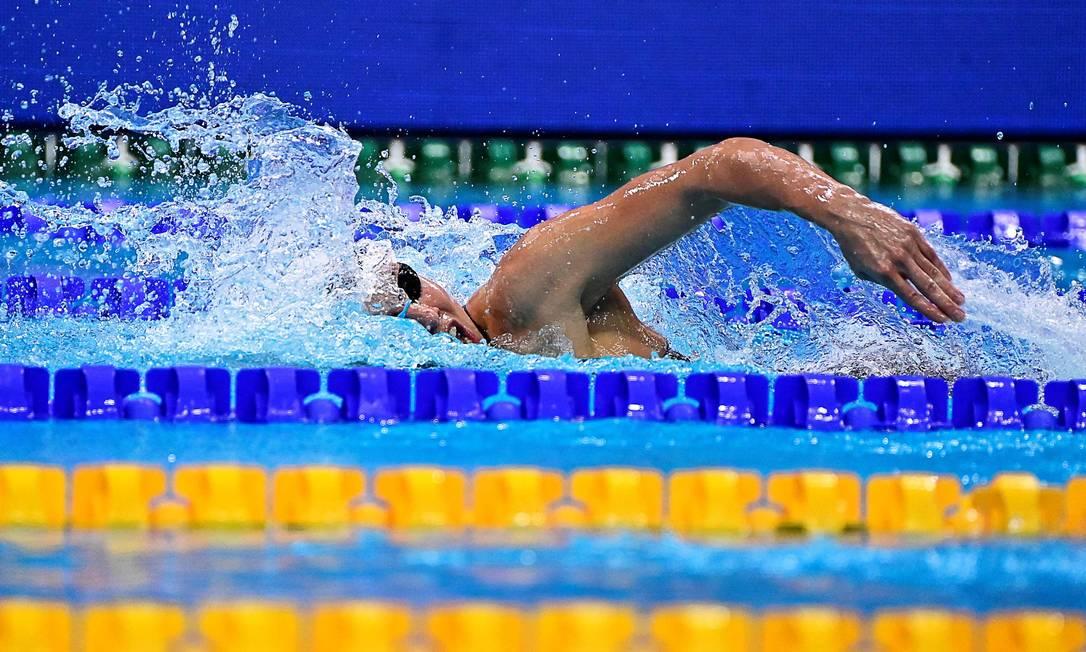 A nadadora polonesa Alicja Tchorz precisou retornar de Tóquio após a federação inscrever atletas além do permitido Foto: TOBIAS SCHWARZ / AFP