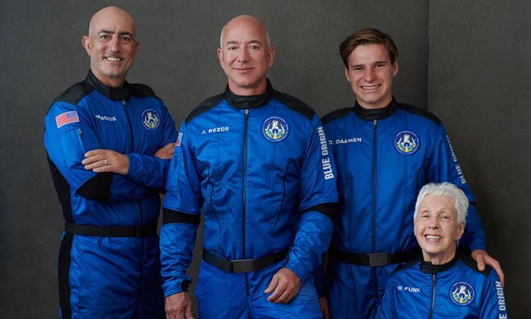 Mark Bezos, Jeff Bezos, Oliver Daemen e Wally Funk estão prontos para ir ao espaço Foto: Reprodução/Blue Origin