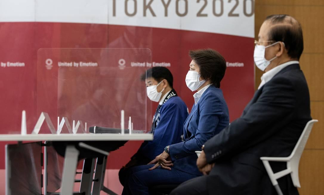 Toshiro Muto (direita), CEO dos Jogos, não descartou cancelamento do evento Foto: Takashi Aoyama / REUTERS