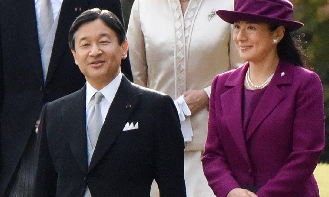 Naruhito, atual imperador do Japão, em foto de 2015 ao lado da imperatriz Masako: ela não irá à cerimônia de abertura dos Jogos de Tóquio Foto: TORU YAMANAKA / AFP